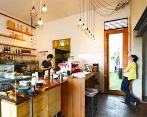 ビーチにも近いカフェ、Olie & Ari。